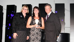 Christine Desjardine accepts her award with Strategy executive editor Mary Maddever on the left and new P&G president Thom Lachman on the right.