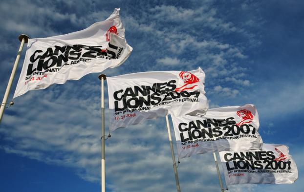 CAnnes lion flags