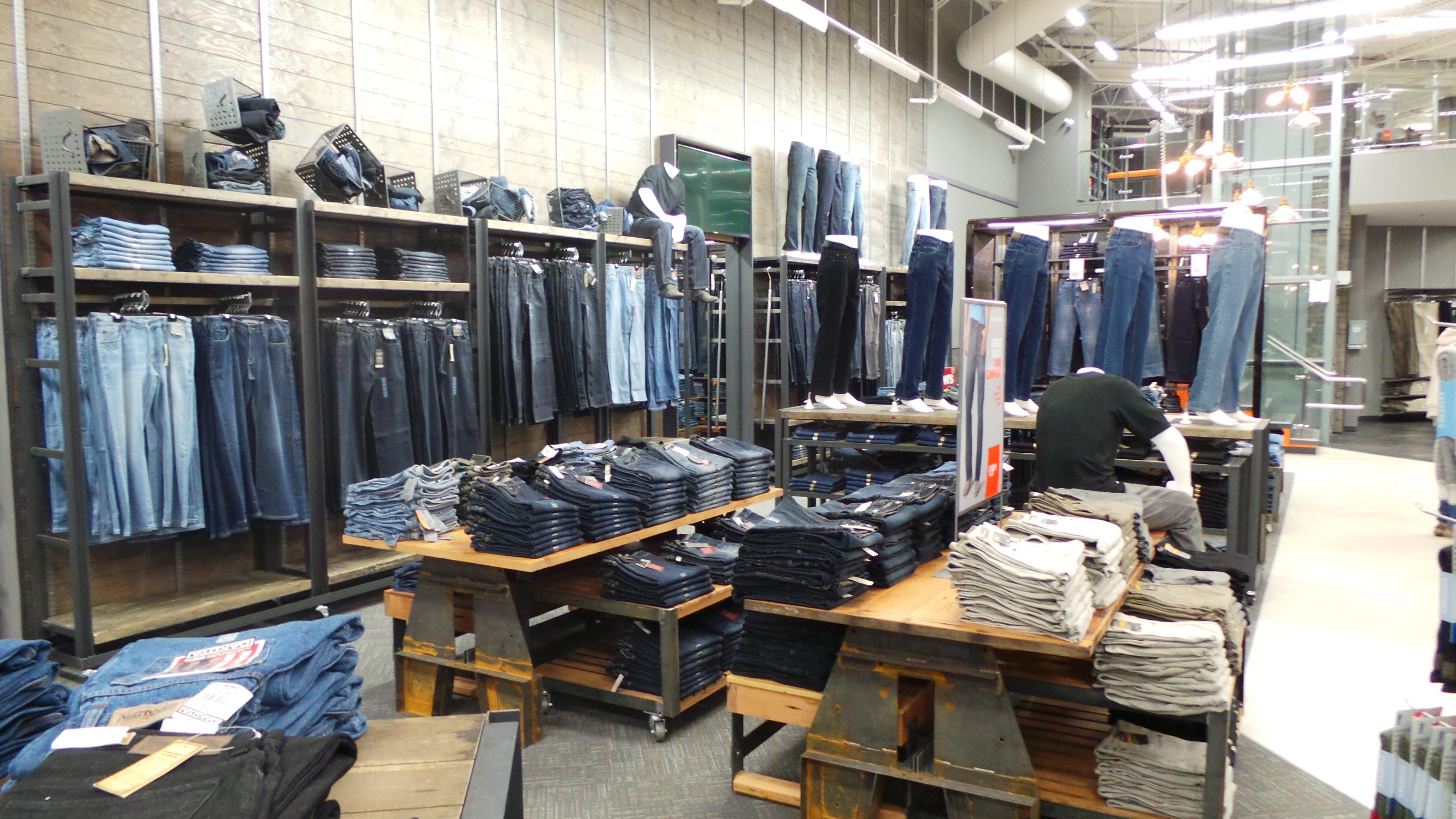 piuttosto bella 0f6ab e9527 Mark's banks on jeans » strategy