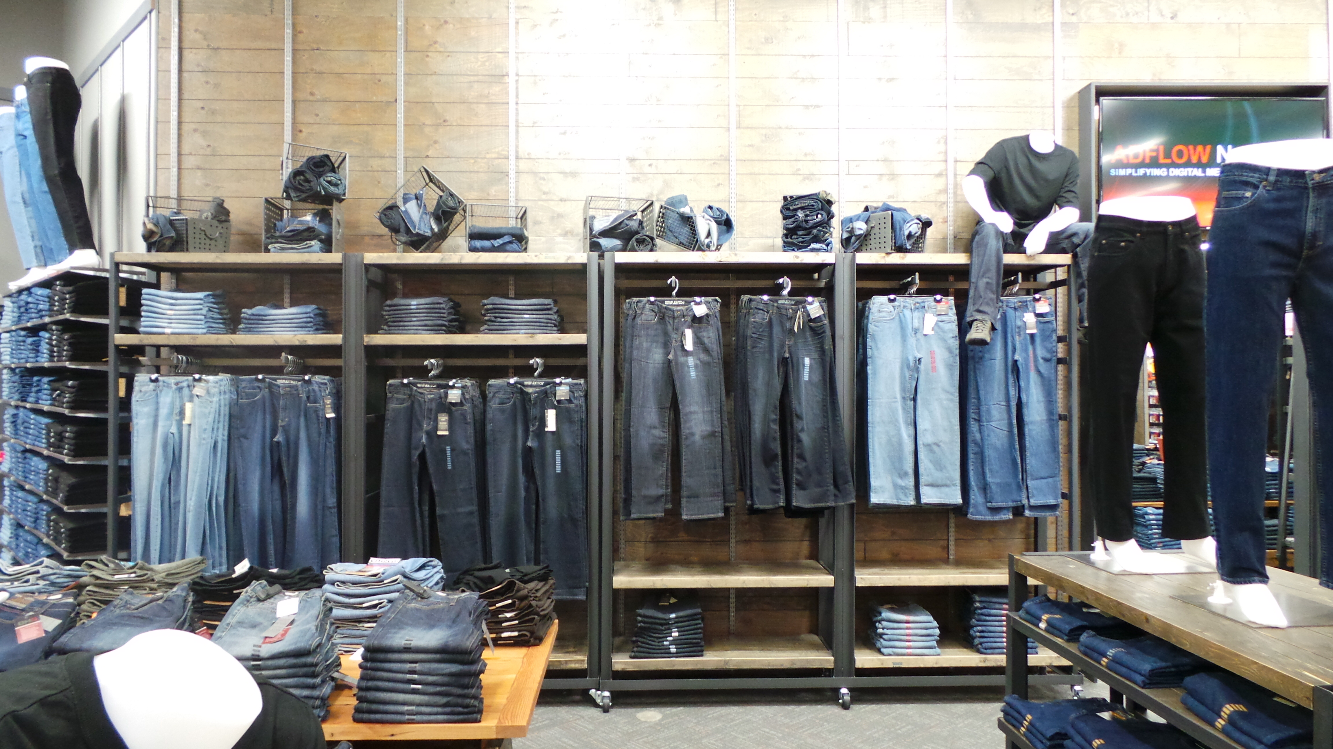 Mark's banks on jeans » strategy