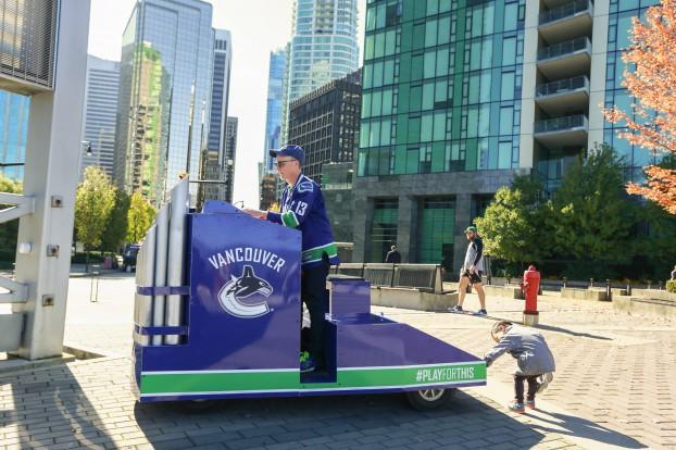Vancouver Canucks unveil their new portable organ