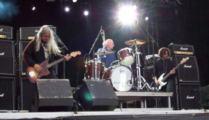 Dinosaur_Jr._at_WTAI_in_Stockholm