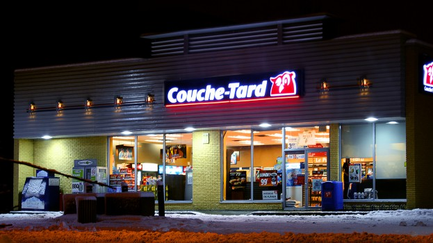 Alimentation_Couche-Tard_at_night_in_Montreal,_QC