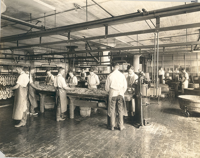 1927_sausage_stuffing_department