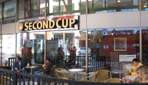 1280px-Second_Cup_at_the_Toronto_Convention_Centre_on_Front_Street_-de
