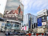 Initiative Canada worked with CBC to promote drama series Caught. In the OOH activation, actor Allan Hawco appears to jump from one billboard across Dundas Street West to another, capturing the program's fast pace.