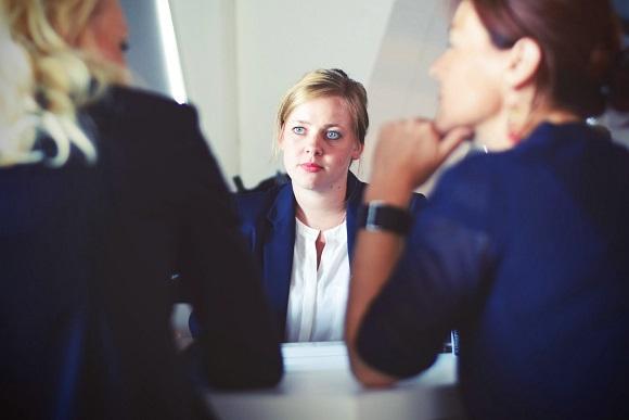 businesswomen-businesswoman-interview-meeting-70292