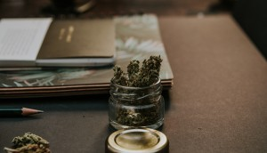 cannabis_close_desk