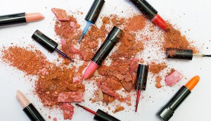 assorted-cololr-lipsticks-1377034