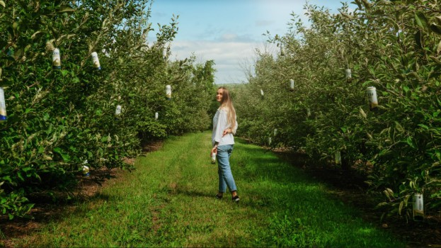 Coors Organic - Beer Picking - Lifestyle2 (1)